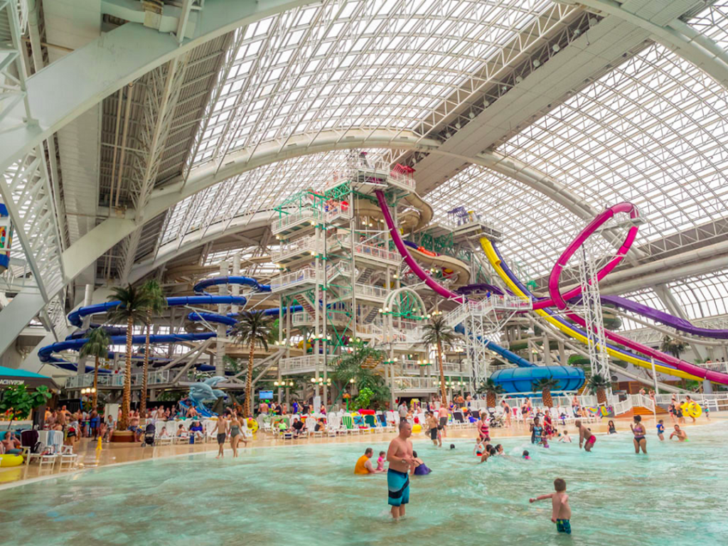 in-edmonton-canada-youll-find-the-worlds-second-largest-indoor-water-park-inside-the-largest-mall-in-north-america-west-edmonton-mall 購物中心 艾德蒙頓 楓禾 HelloStudy