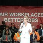 在加拿大一年能賺多少錢呢?加拿大卑詩省宣布,2020年最低時薪調至$14.6,2021年達到$15.2